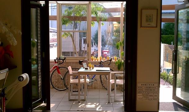 ガーデンラウンジ ココマと自転車2台