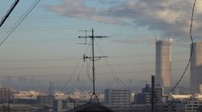 朝靄のビル群