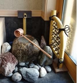 玄関内手水鉢