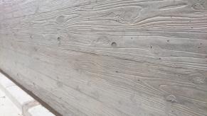 杉板型枠のRC塀表面